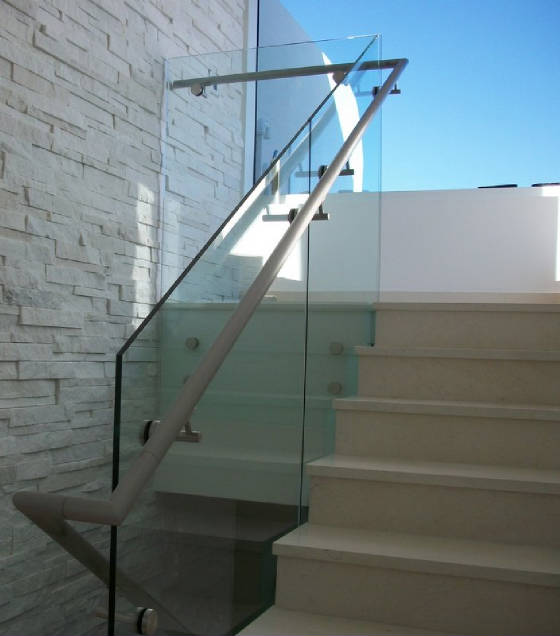 Akoy Glass and Steel Railing